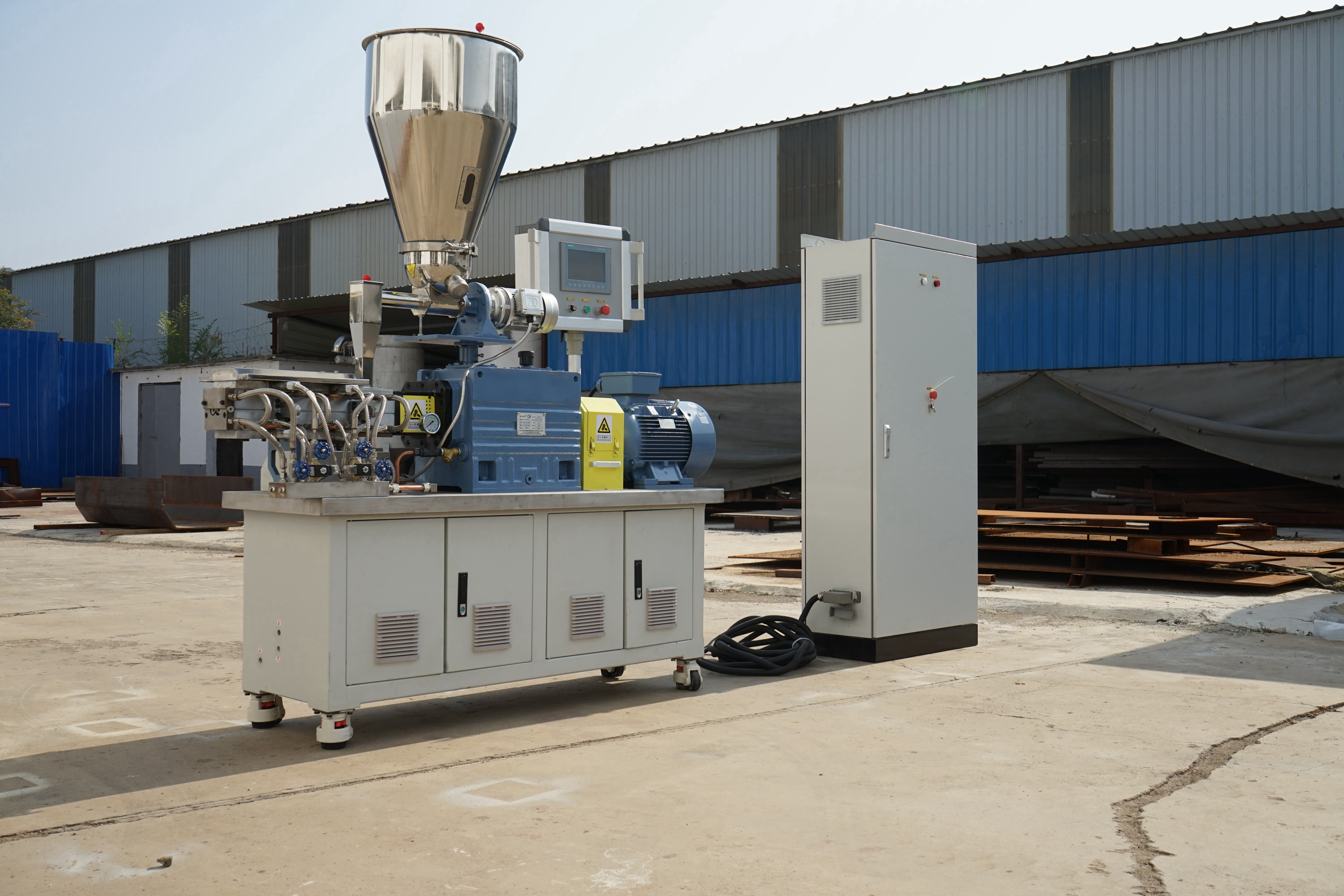 Front Discharge Compound Food Processing Twin Screw Extruder